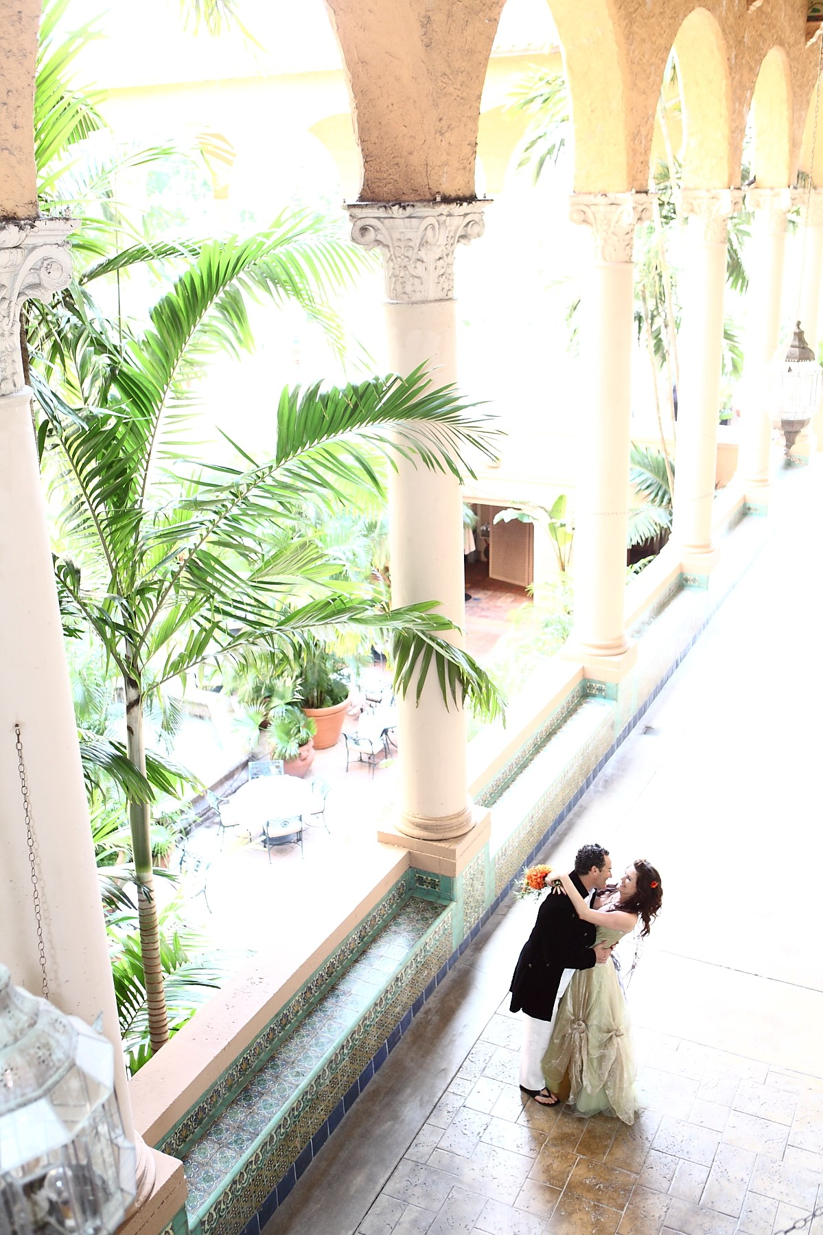couple | coral gables wedding reception | venetian pool