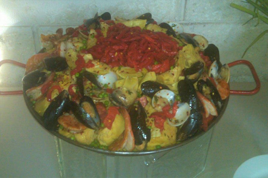 tv production catering | wrap party for the glades | paella station