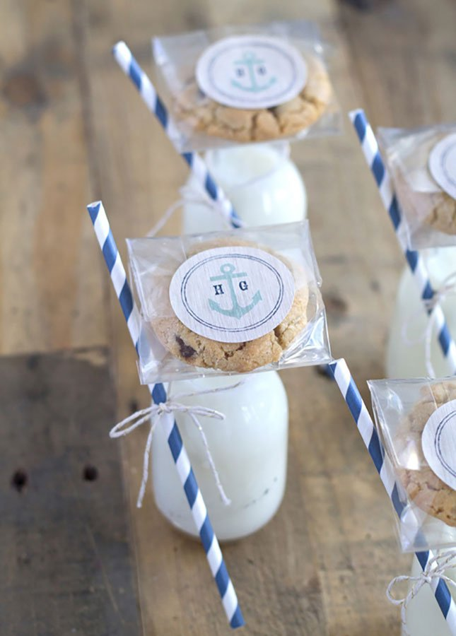 2019 wedding trends | late night snacks | cookies and milk