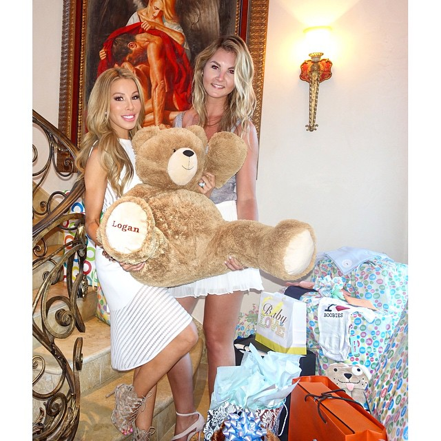 A radiant Lisa Hochstein gears up to welcome baby Logan
