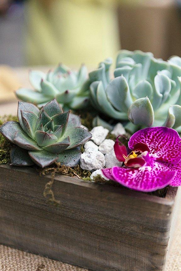 2018 wedding colors | ultra violet centerpiece