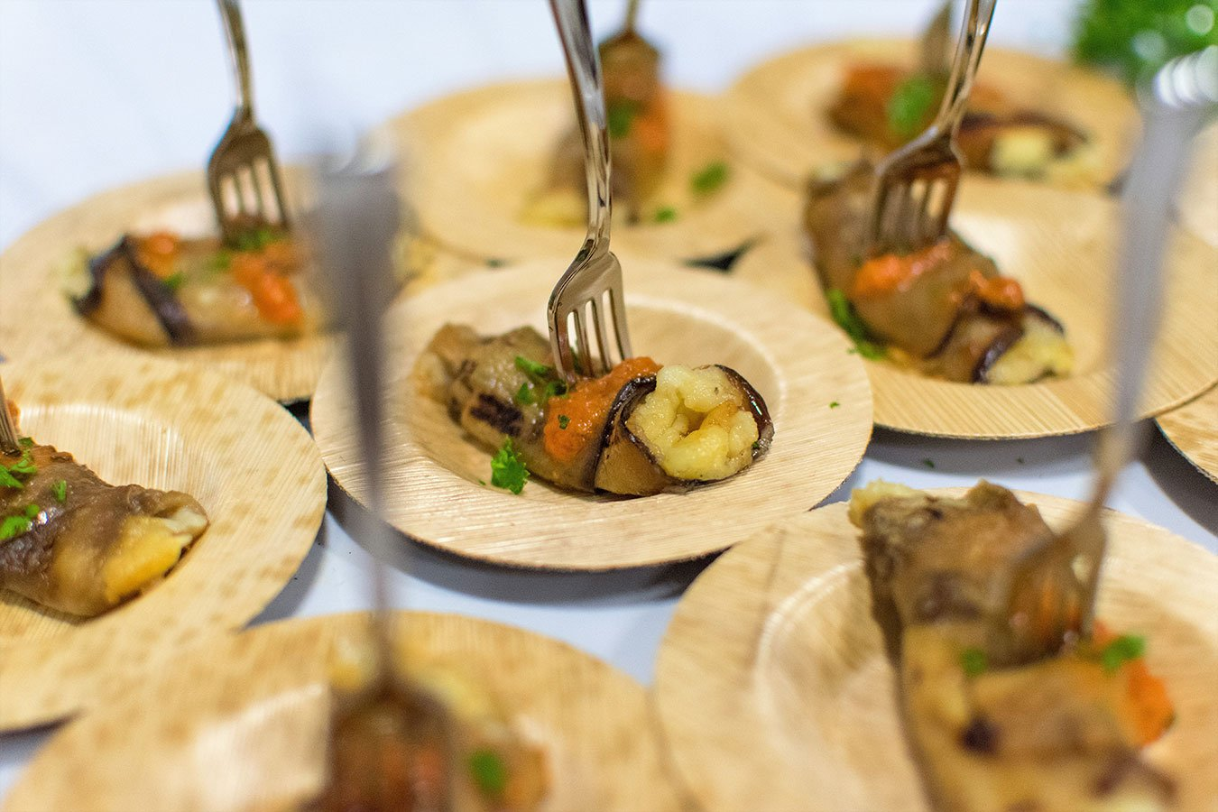 Eco friendly wedding ideas | Bio-degradable bamboo hors d'oeuvres plates