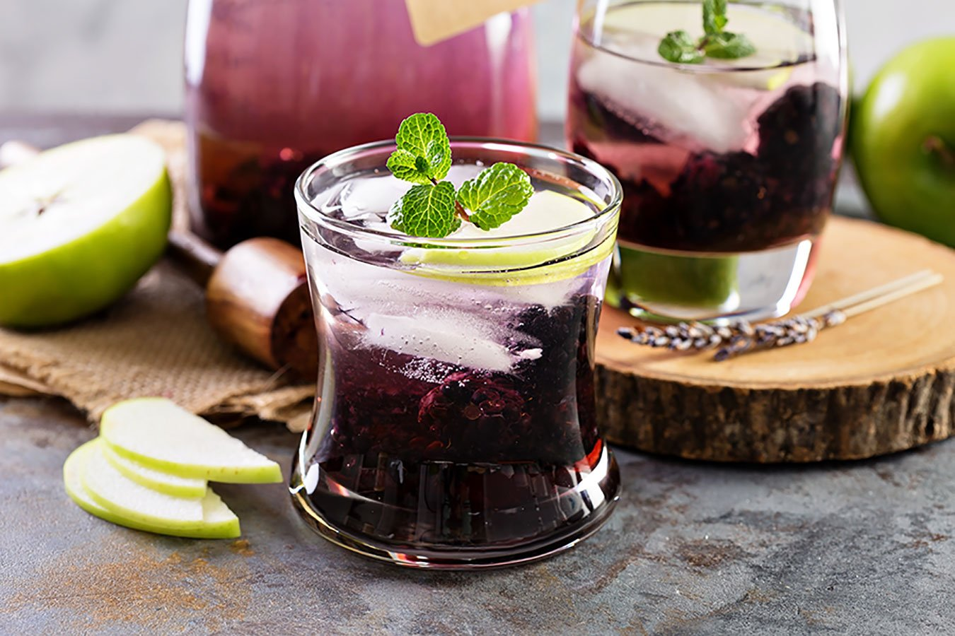 halloween drink ideas | blackberry bourbon smash