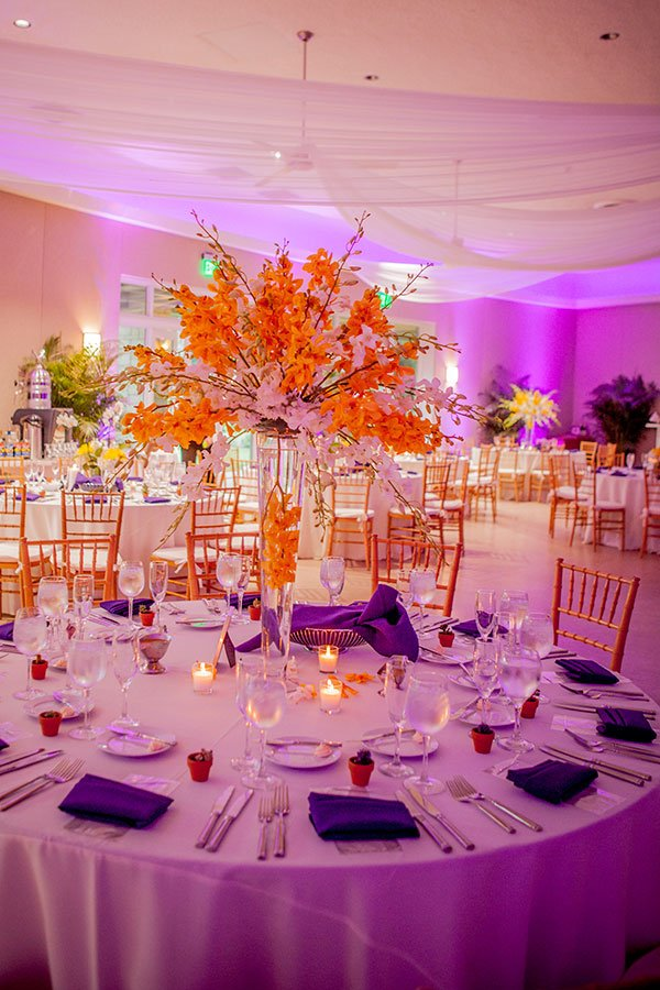 2018 wedding colors | ultra violet table decor at Fairchild Tropical Botanic Gardens