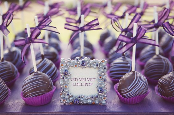 2018 wedding colors |   Ultra violet cake pops