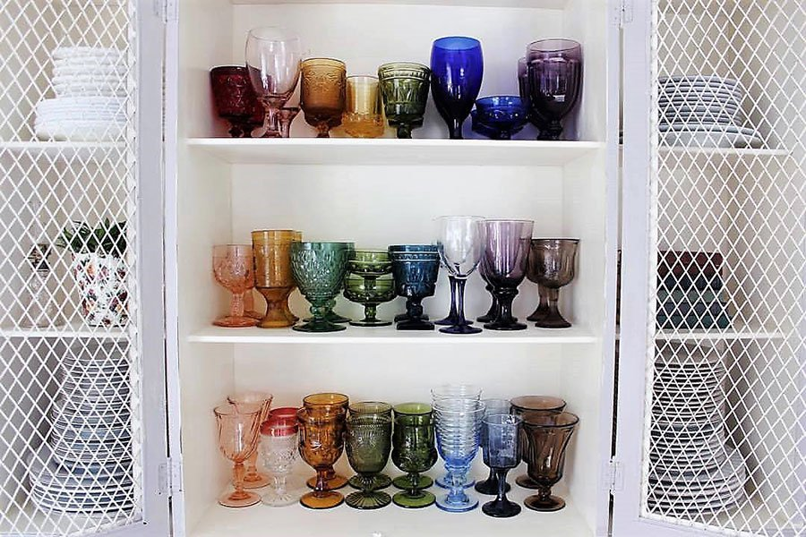 eco-friendly wedding ideas | vintage colored glassware