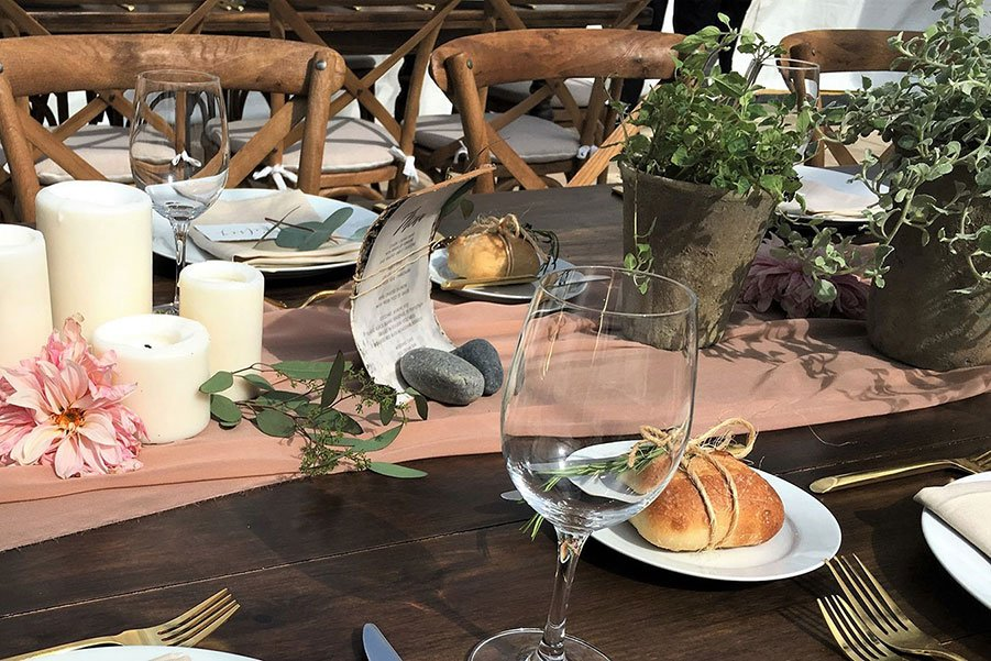 Eco-friendly wedding table decor | Potted plants