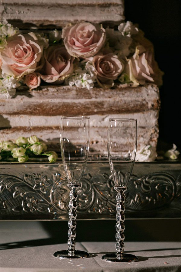 vintage wedding decor | cake stand
