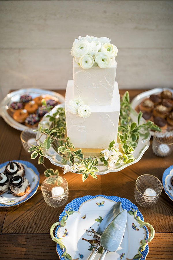 vintage wedding decor | cake and sweets display