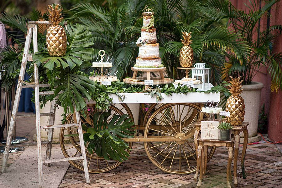 Vintage wedding decor | dessert cart