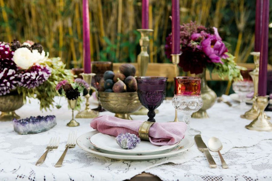 vintage wedding decor | mix and match vintage china and glassware
