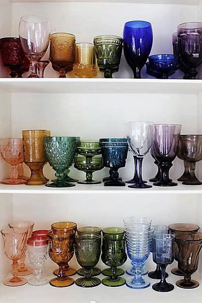 Wedding trends 2019 | colored glassware