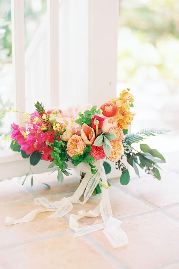 wedding color palette| coral floral bouquet