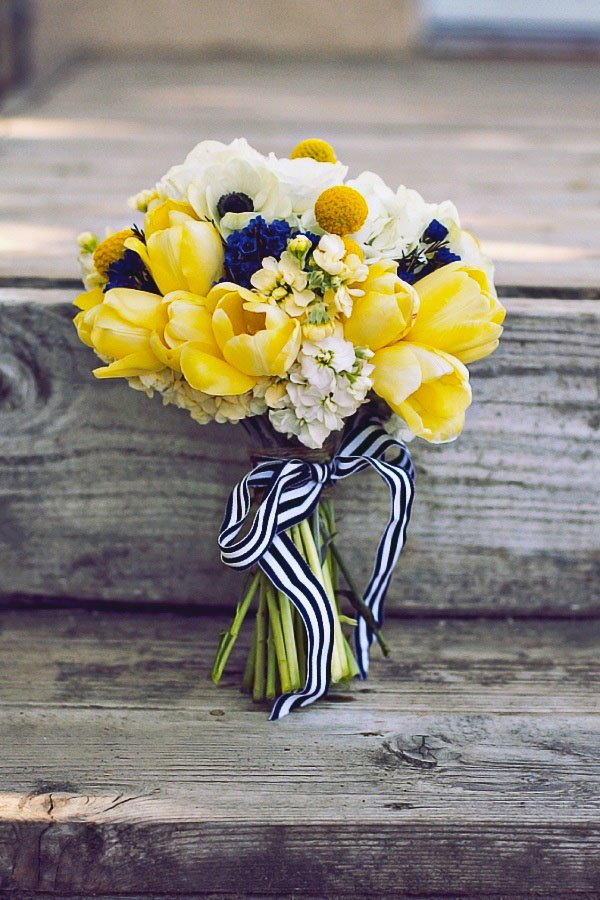 wedding color scheme | navy, yellow and white bouquet