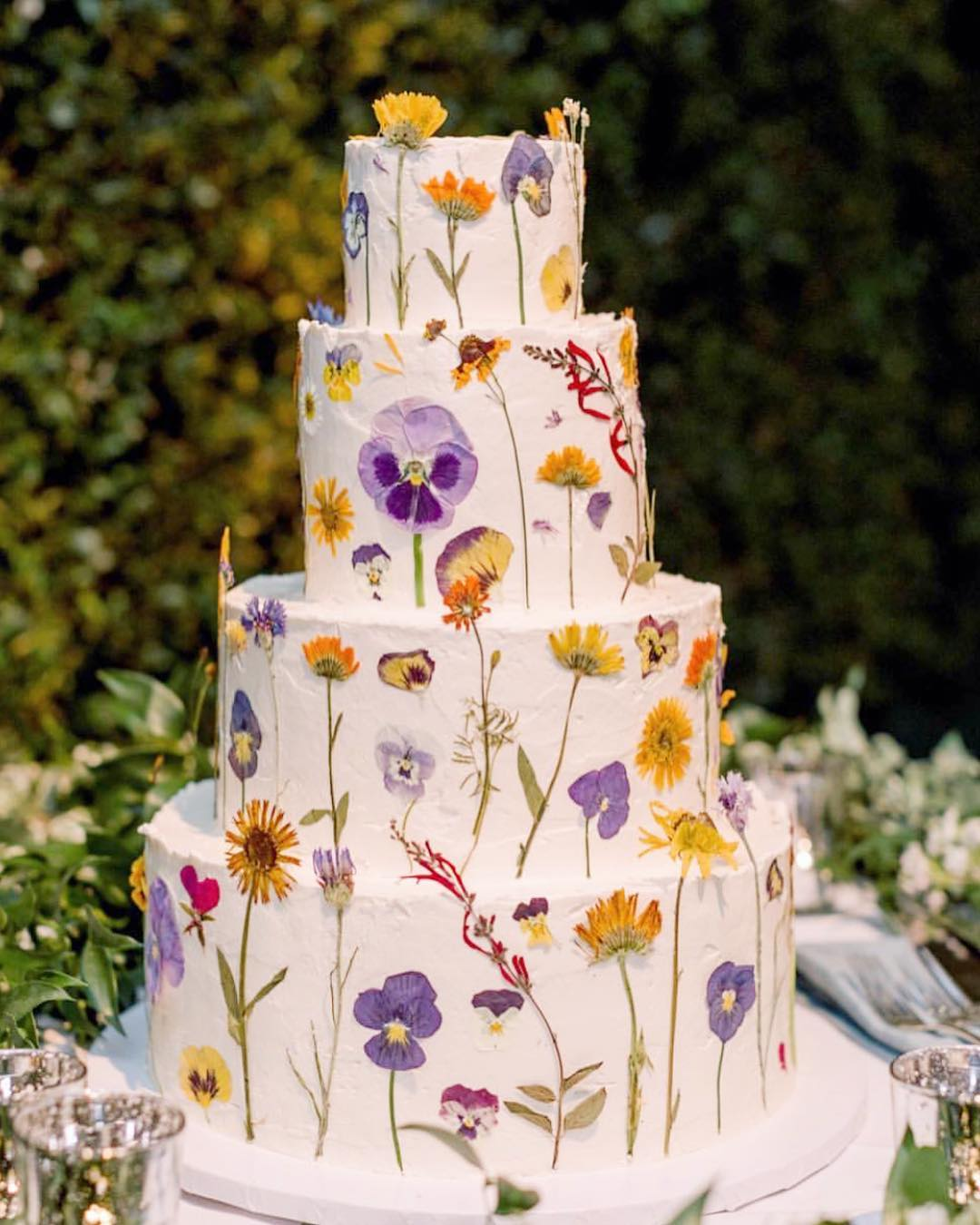 2020 wedding food trends | edible bloom cake