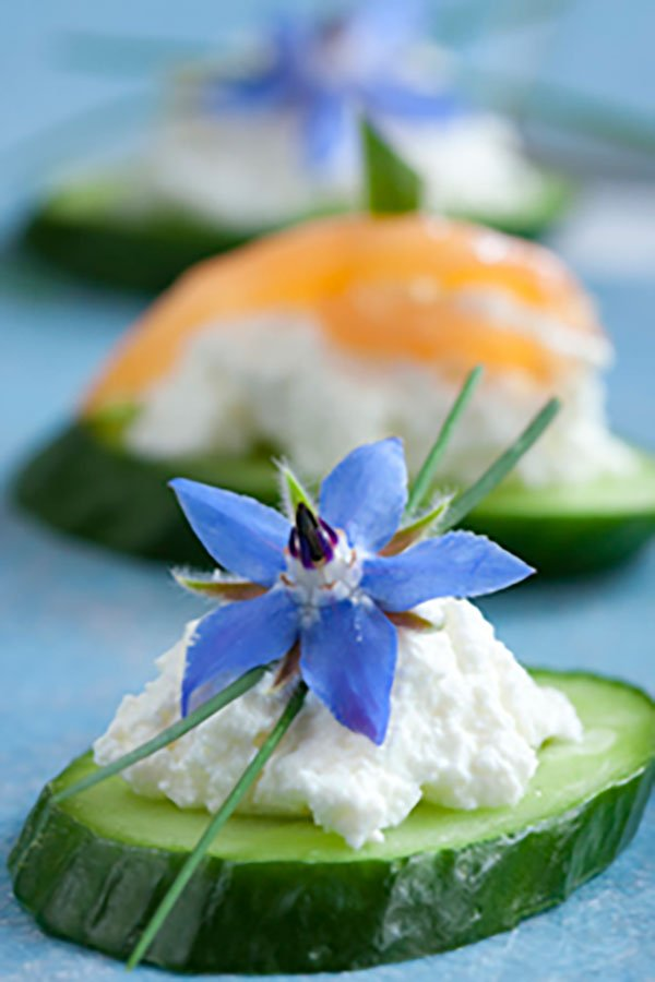 2020 wedding food trends | canape with edible blooms