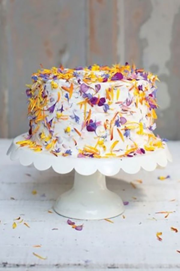 2020 wedding food trends | flowerfetti wedding cake